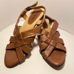 Soft Spots Sandals With Buckle Size 8